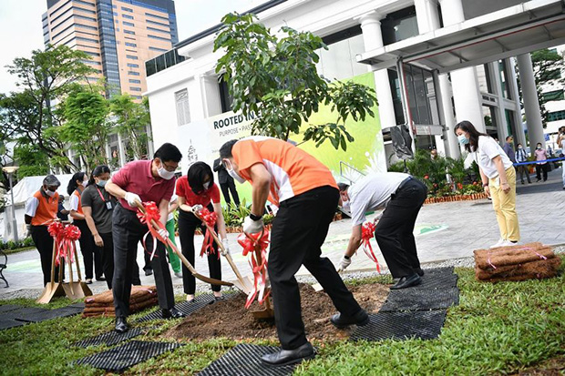 Clockwise from far left) Deputy Prime Minister, Heng Swee Keat and Mrs Heng, as well as Health Minister Gan Kim Yongand SGH chief executive Kenneth Kwek, planting a longan tree at the hospital's new garden as it marks its 200th anniversary.ST PHOTO ARIFFIN JAMAR